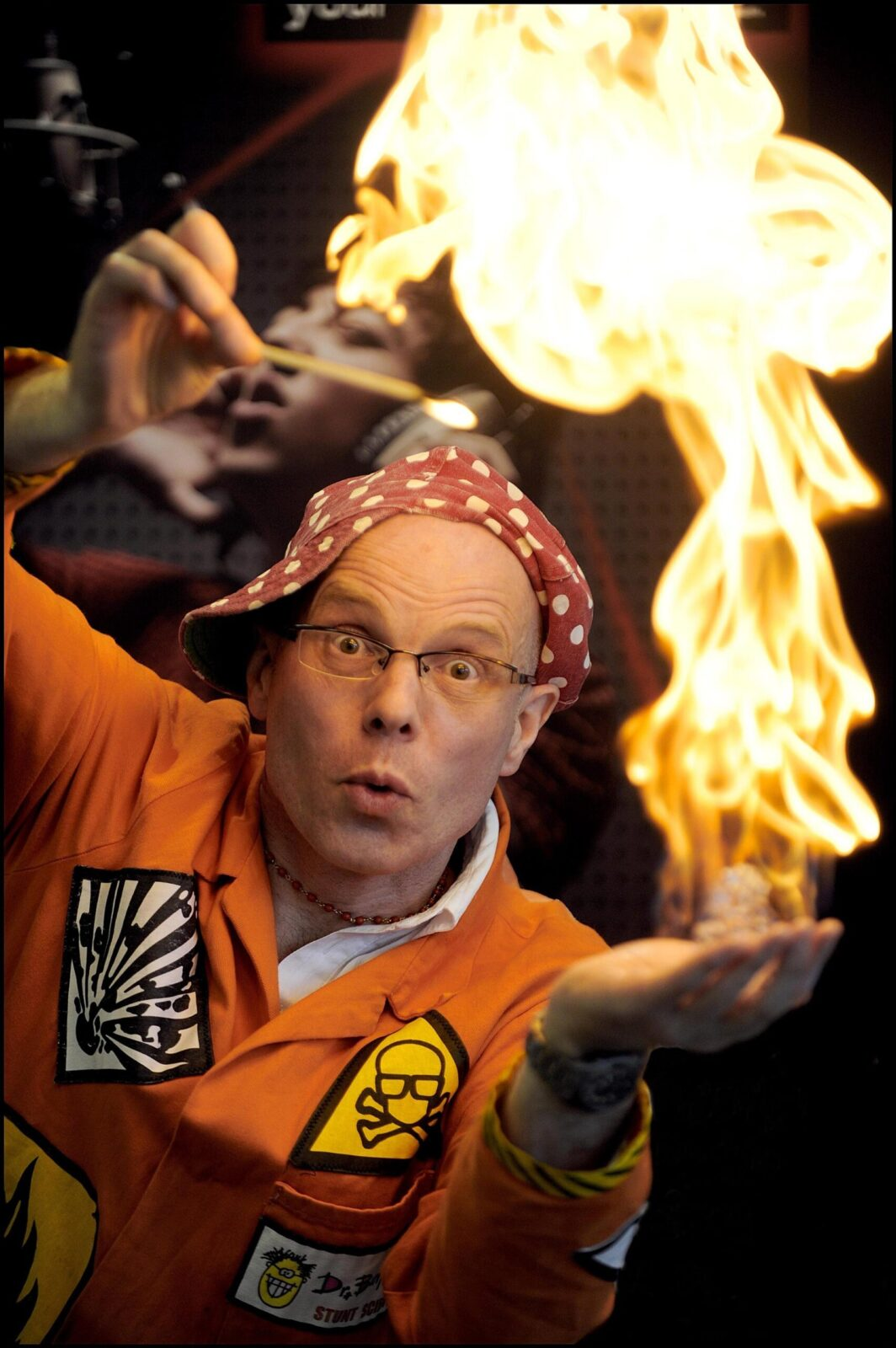 Dr. Bunhead setting flame in his hand